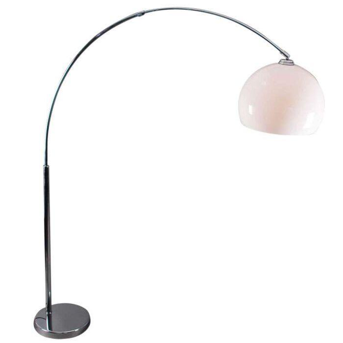 Cette-gracieuse-lampe-en-forme-de-demi-lune-est-en-acier-chromé-avec-abat-jour-en-plexiglas-blanc.