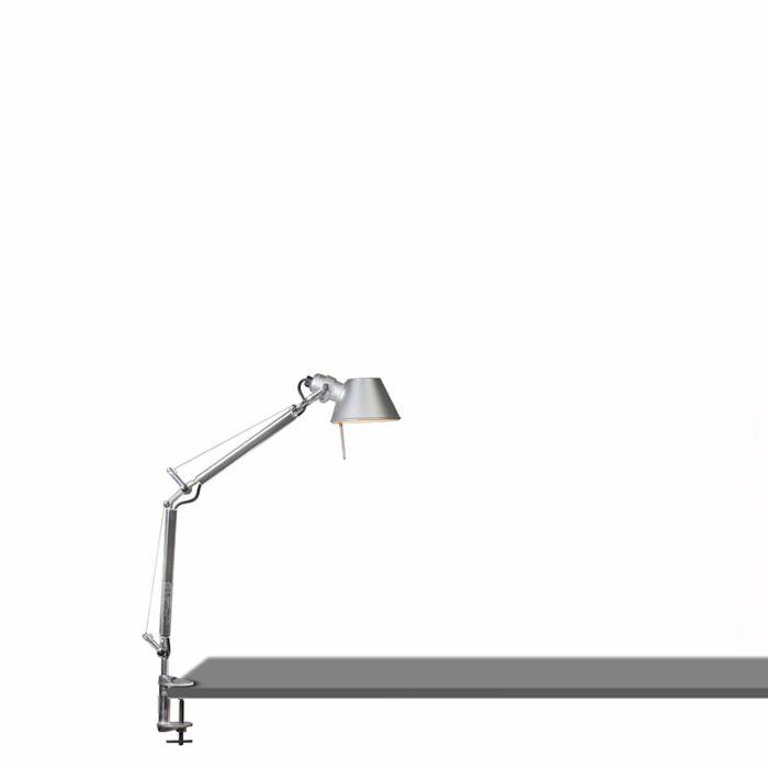 Lampe-de-table-Artemide-réglable---Micro-pince-Artemide-Tolomeo-tavolo